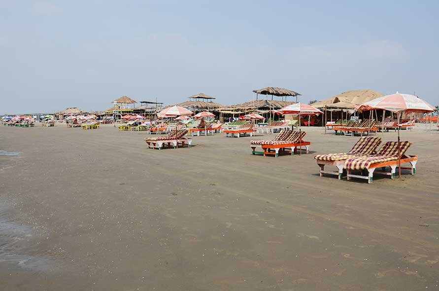 Shacks & Beds lining Morjim Beach